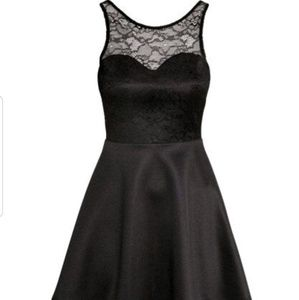 Sweetheart neck lace flare dress